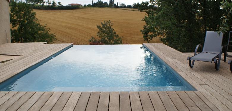 Installation piscine bois à débordement