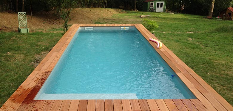 Installez une piscine 9x3 dans votre jardin