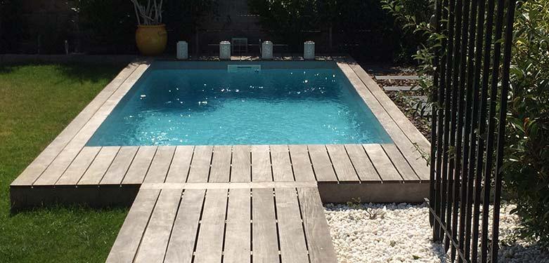 Installez une piscine en bois dans votre jardin