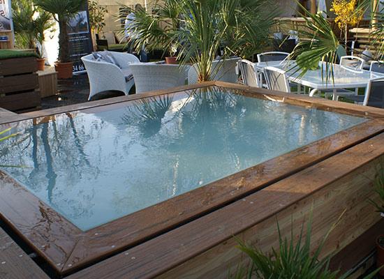 Optez pour une piscine miroir en bois