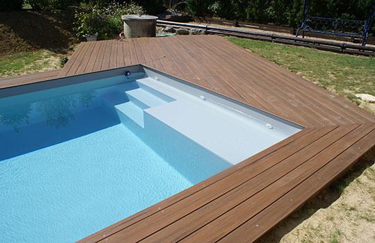 Escalier droit avec plage pour piscine