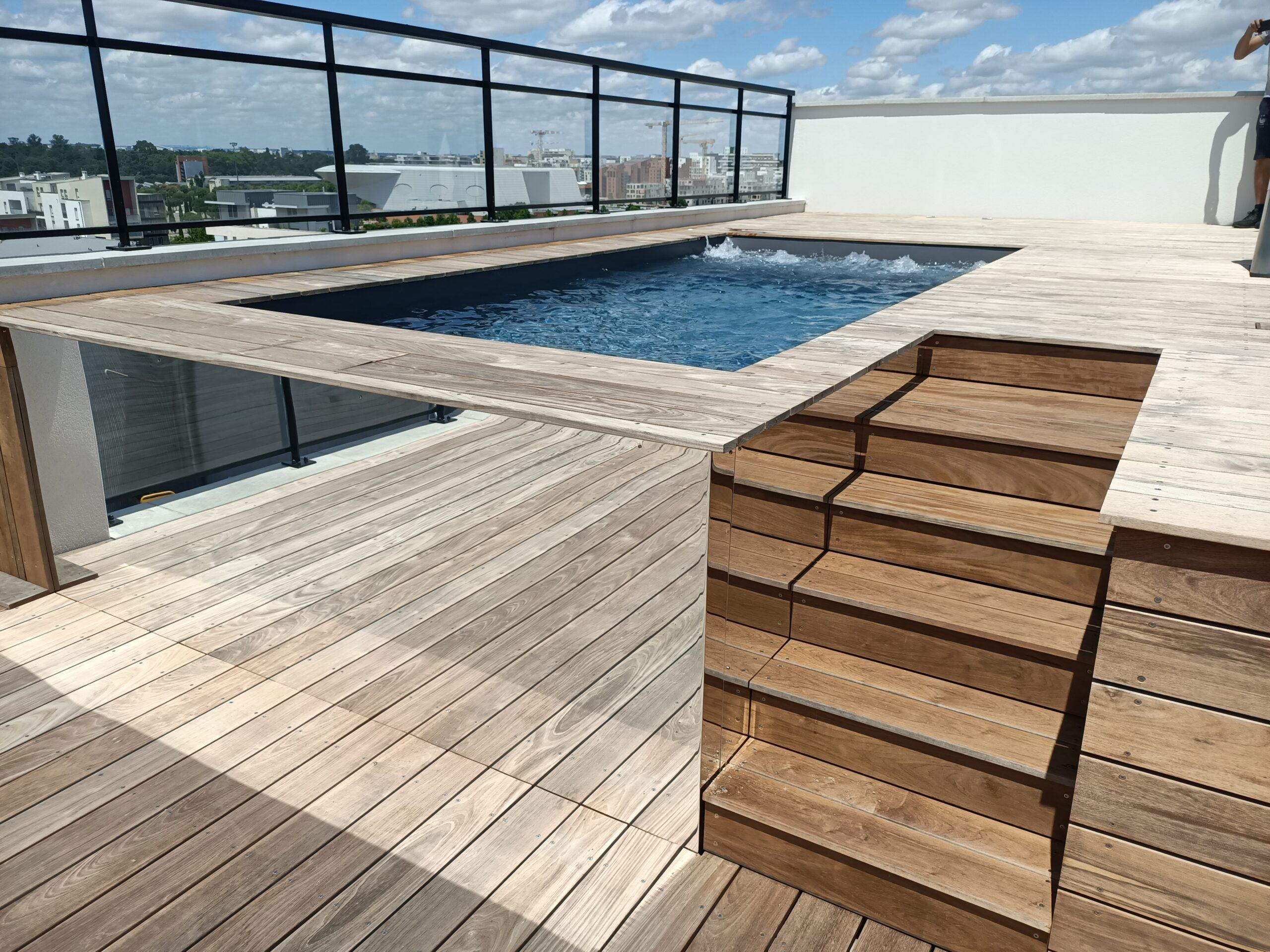 piscine de ville sur toit terrasse miroir